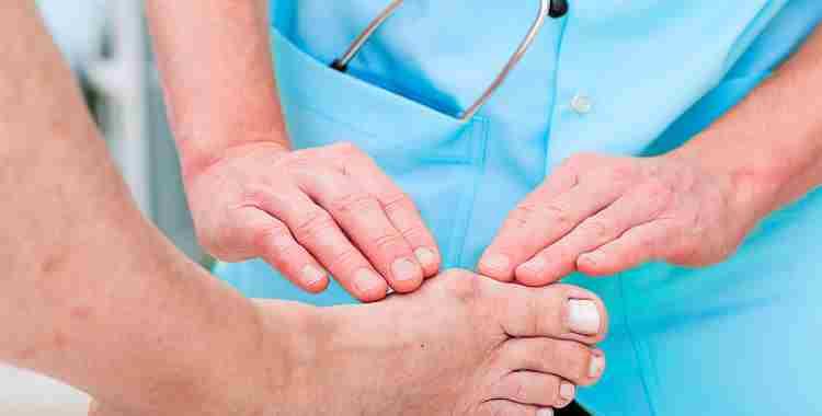 К какому врачу следует обратиться, если появилась косточка на ноге?