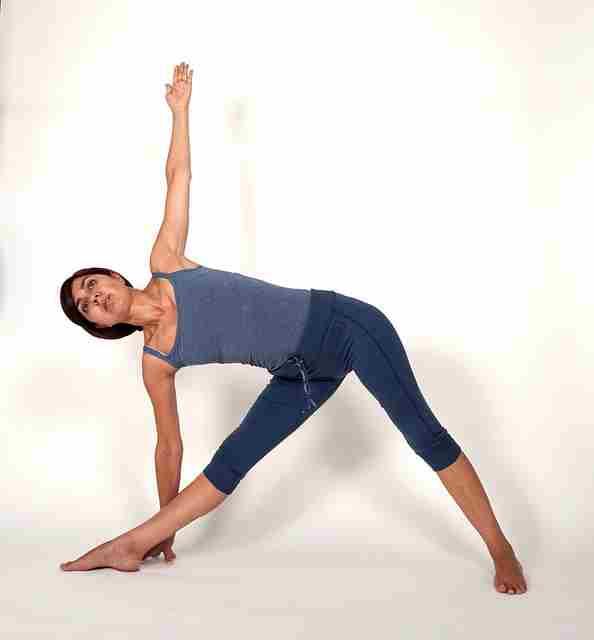 Уттхита Триконасана - асаны хатха йоги